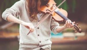 תרפיה במוזיקה - טיפול במוסיקה - מה זה? למי זה מתאים ולמי יכול לעזור. מומחי מרכז רימון עונים. התקשרו התאמת תרפיסט במוזיקה