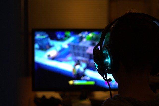 מזימות, אלימות, מעשי חמלה ושיתופיות - התמכרות למשחקי מחשב, ביריונות, מיומנויות חברתיות ועוד