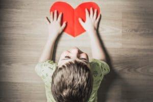 אוטיזם - הגדרה, סימנים ותסמינים, סוגים, אבחון ודרכי טיפול באוטיזם. כל המידע ממומחי מרכז רימון - התקשרו עכשיו להתאמת מומחה באבחון וטיפול באוטיזם.
