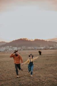 אספרגר וזוגיות - איך זה להתחתן עם אדם עם אספרגר? כל התשובות מאת מומחי מרכז רימון